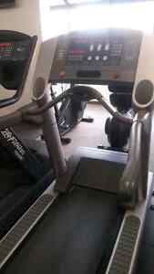 Life Fitness 95Ti commercial treadmill quick sale Kitchener / Waterloo Kitchener Area image 8