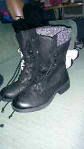 7.5 Roxy boots never worn London Ontario image 1