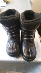 Winter boot boys size 5
