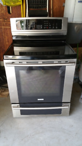 Electrolux Induction Range Stove - Immaculte Condtion (1.5yrs)