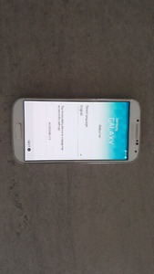 Samsung Galaxy S4 (with 4 flip cases)
