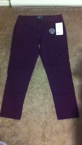 NWT-Women's Relax Fit Roots Pants-Size 10