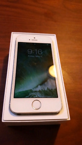 Iphone 5s in mint condition locked with Fido