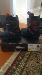 Burton Grom youth snowboarding boots