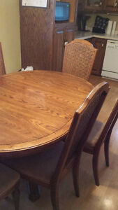 Skylar Pepplar Dining Room Set