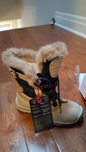 NEW!! Pajar Canada Women's Adelaide Snow Boots, Tan/Navy