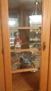 Beautiful solid oak china cabinet in excellent condition Stratford Kitchener Area image 2