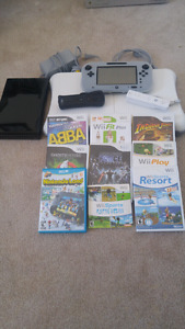 Wii u 32 gb used only 1/2 a dozen times