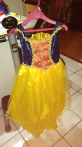 Robe Blanche-Neige 6-7 ans