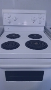 "24""STOVE WHITE ELECTRIC FRIGIDAIRE  LIKE  NEW"
