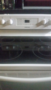 Kitchen flat top range. 3 years old .$125.00.   . Works perfect