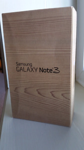 SAMSUNG NOTE 3 MINT IN  BOX-  Unlocked, great condition