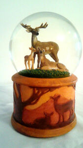 TWINKLE Whitetail deer family SNOWGLOBE 100MM MUSIC BOX London Ontario image 1