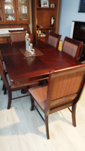Dining Table and 6 chairs $575