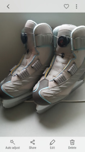 Skates - Size 6  Youth/Womens - Recreational Reebok- NO LACES (: