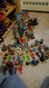 Skylander Games and Figurines