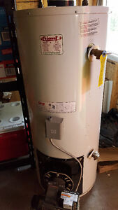 Giant Hot Water heater-Oil fired, 32 US Gallons; $70; 2004 model West Island Greater Montréal image 1