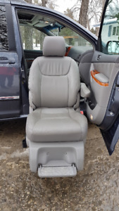 WHEELCHAIR/MOBILITY VAN WITH POWER TRANSFER SEAT