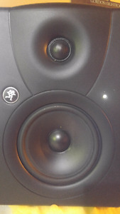 -Mackie-MR5-High-Resolution-Active studio monitors