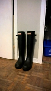 Hunter boots warn once size 8