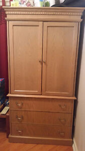 Dresser great for a students room - $99 (Patterson off Kingsway)
