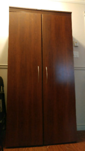 Armoire Blanck and Decker