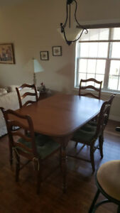 Beautiful dining room table and 4 Chairs.