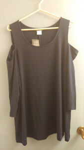BRAND NEW  KIM & CO BRAZIL KNIT PEEKABOO SHOULDER SWING TUNIC TO