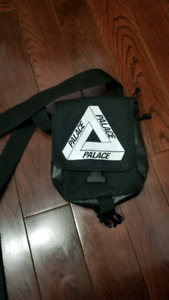 PALACE SHOULDER BAG STEAL