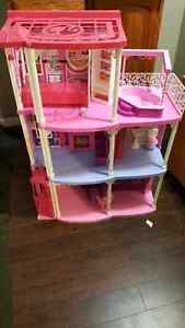 BARBIE HOUSE. DELIVERY IS EXTRA