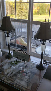 Good condition accent table lamps