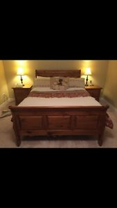 Queen size solid wood bedroom set (6 piece)