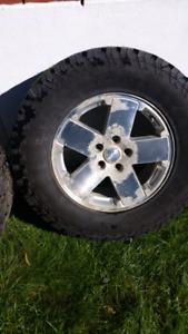 Pneu hivers mags de jeep à vendre
