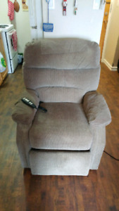 Electric recliner with remote control