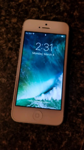 White iPhone 5 -  Excellent Condition - Rogers
