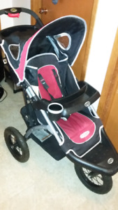 InStep 3-wheel Stroller With Rotating Wheel