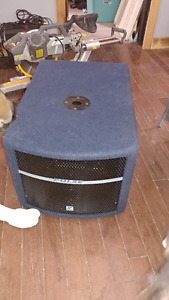"""Powered Yorkville Pulse PS110P 200W 10"""" subwoofer"""