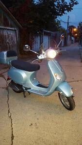Vespa LX150 Blue 2006- like brand new
