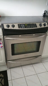 AS IS - BEST OFFER - STOVE- FRIGIDAIRE PROFESSIONAL SERIES