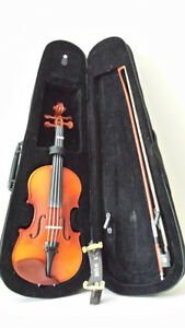 1/4 Violin, Very new -