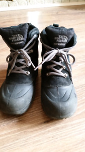 North Face boys winter boots. Size 2