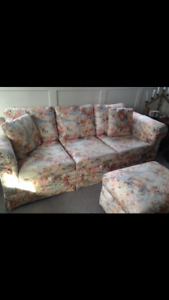 Couch, armchair and ottoman / sofa, fauteuil et repose pieds
