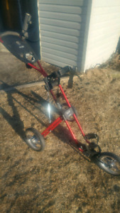 Three wheel golf pull cart