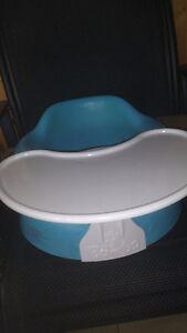 siège banc bumbo aqua avec tablette pour bébé