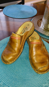 Brown leather slip on shoes,size 8 ,excellent condition $15