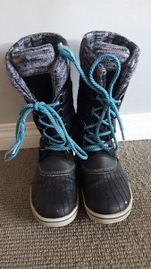 Warm winter boots in great condition size 7