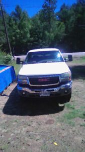 2004 GMC 2500 HD 4 x 4 for sale