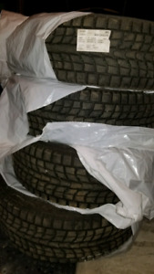 Like new 225/60/r17 Dunlop Grandtrek Hiver/Winter