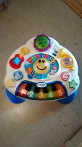 Musical activity table for baby