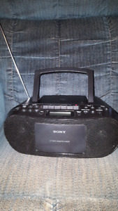 Sony MP3 DVD/radio player with audio in